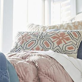 Tavi Pillow