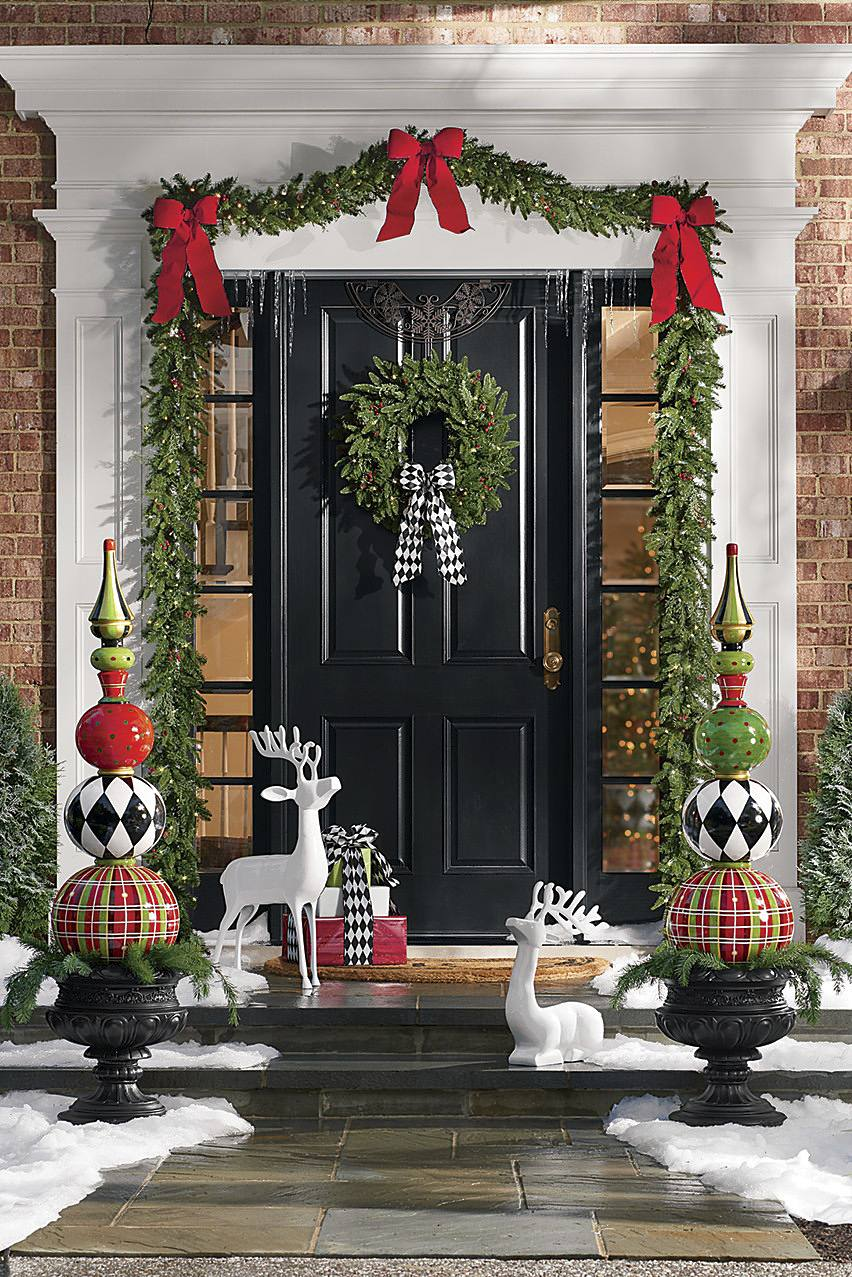Christmas Topiary Decor.Christmas Porch Decorations 15 Holly Jolly Looks Grandin