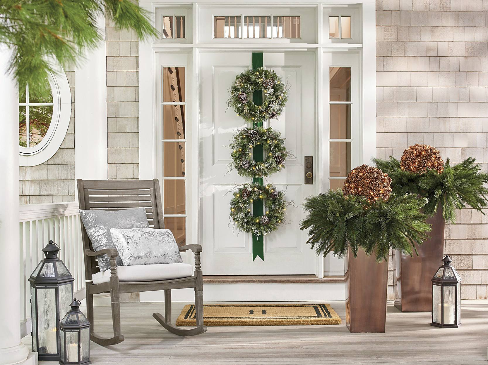 Christmas Porch Decorations: 15 Holly Jolly Looks - Grandin ...