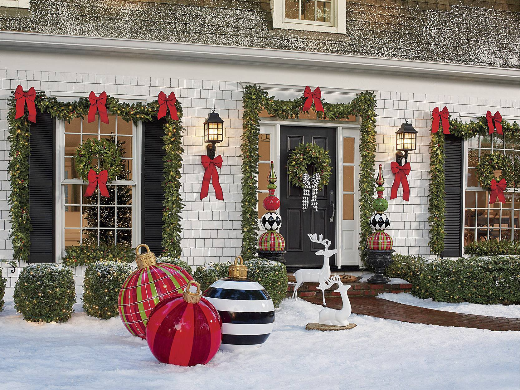 christmas porch decorations 15 holly jolly looks grandin road blog. Black Bedroom Furniture Sets. Home Design Ideas