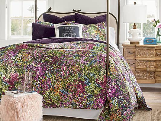 How To Layer Your Bed Our Best, Can A Queen Comforter Fit A Full Bed