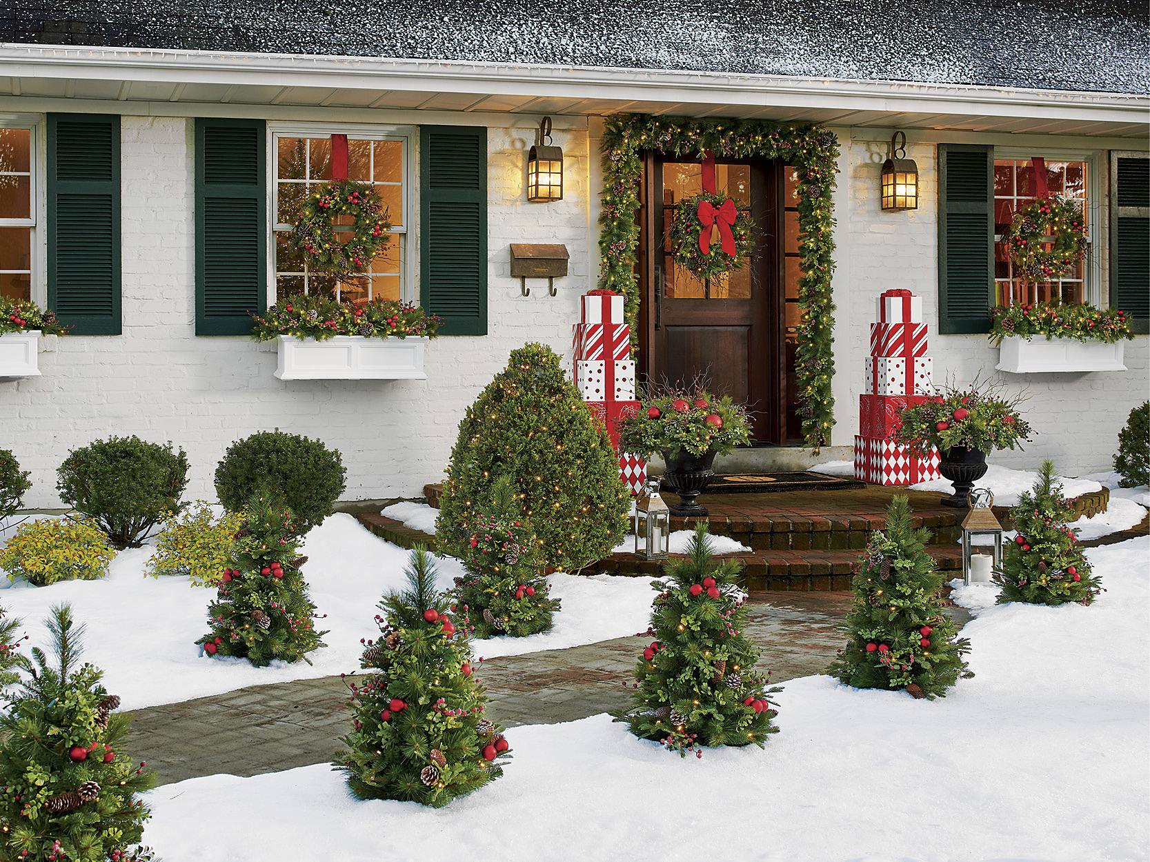 Christmas Porch Decorations 15 Holly Jolly Looks Grandin Road Blog,Home Decor Newspaper Art And Craft