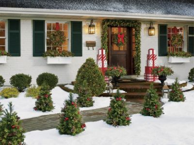 Image of: Christmas Porch Decorations 15 Holly Jolly Looks Grandin Road Blog